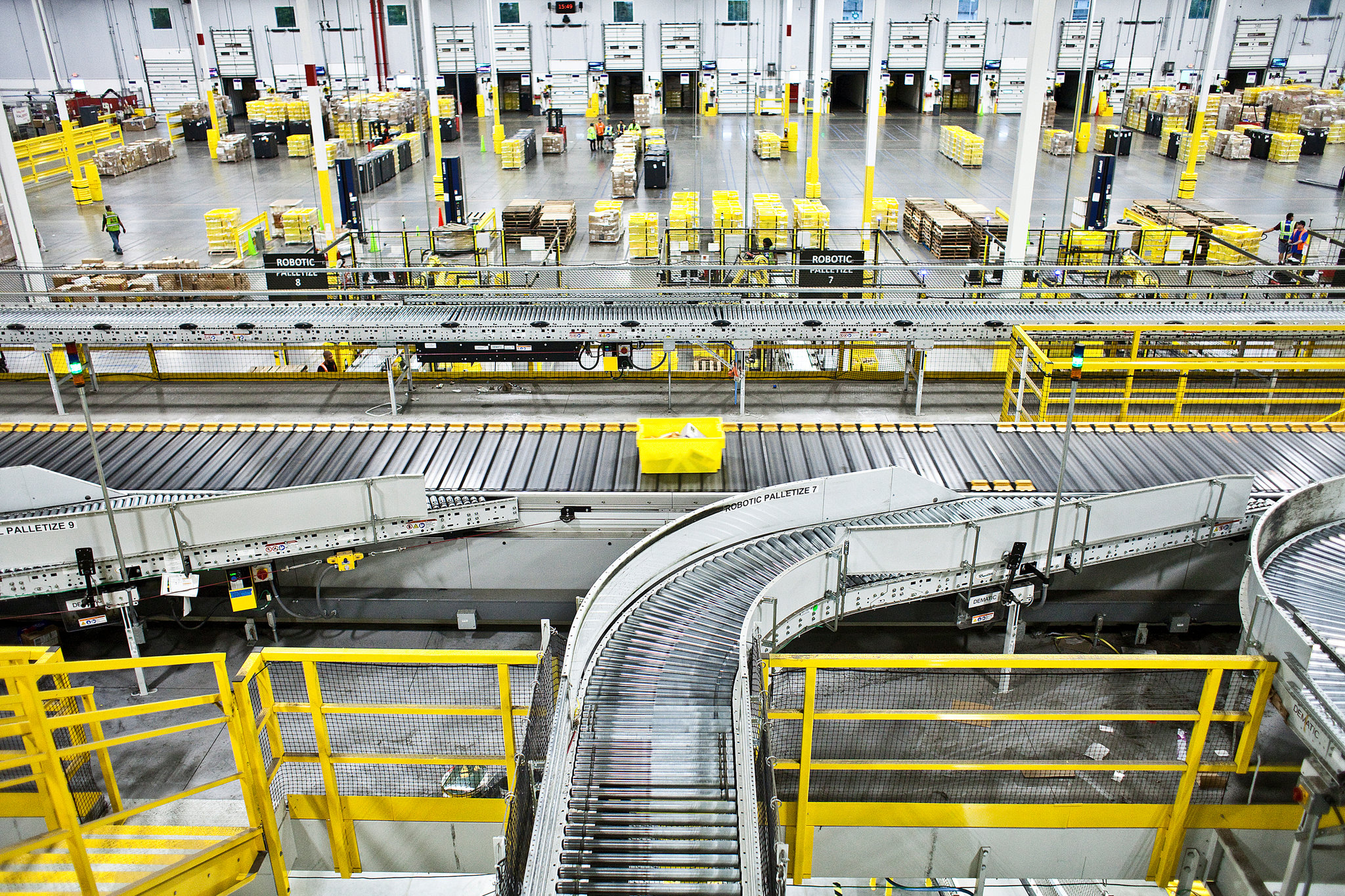 In US and European warehouses, the boom in online shopping during the pandemic has accelerated the switch to automated systems and robots